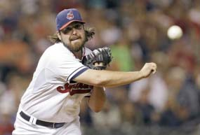 Dodgers sign Cleveland reliever Chris Perez to 1-year deal