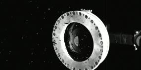 OSIRIS-REx pobrał za dużą próbkę i materiał ucieka w przestrzeń